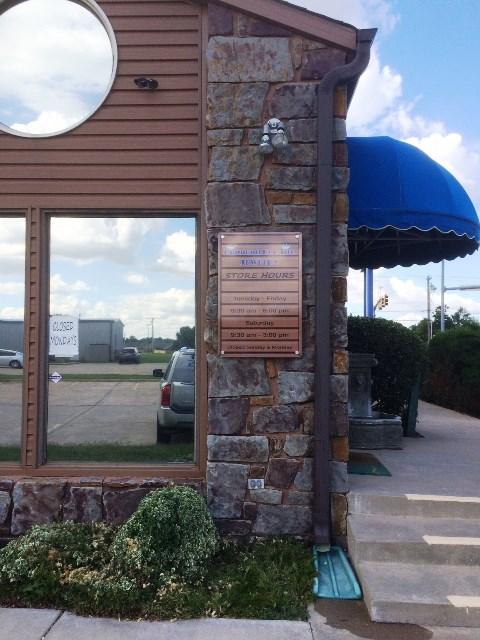 Diamond Deelite Building Sign