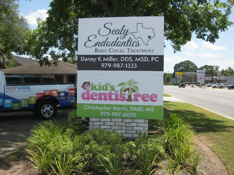 Sealy Endodontics Wood Monument Sign
