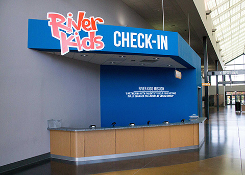 rivers crossing check in station and dimensional lettering