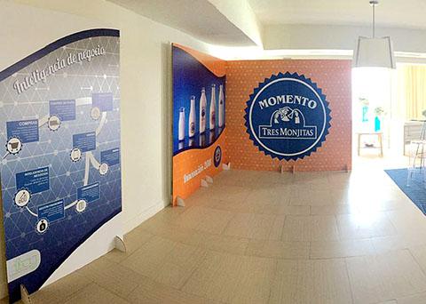 displays and exhibits-tres monjitas